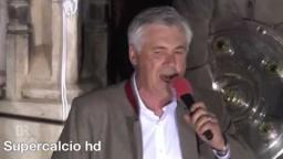Ancelotti canta i migliori anni della nostra vita di Renato zero alla festa del bayern Monaco